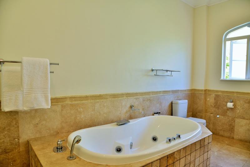 Mont D'Or Hyde Park - Bathroom
